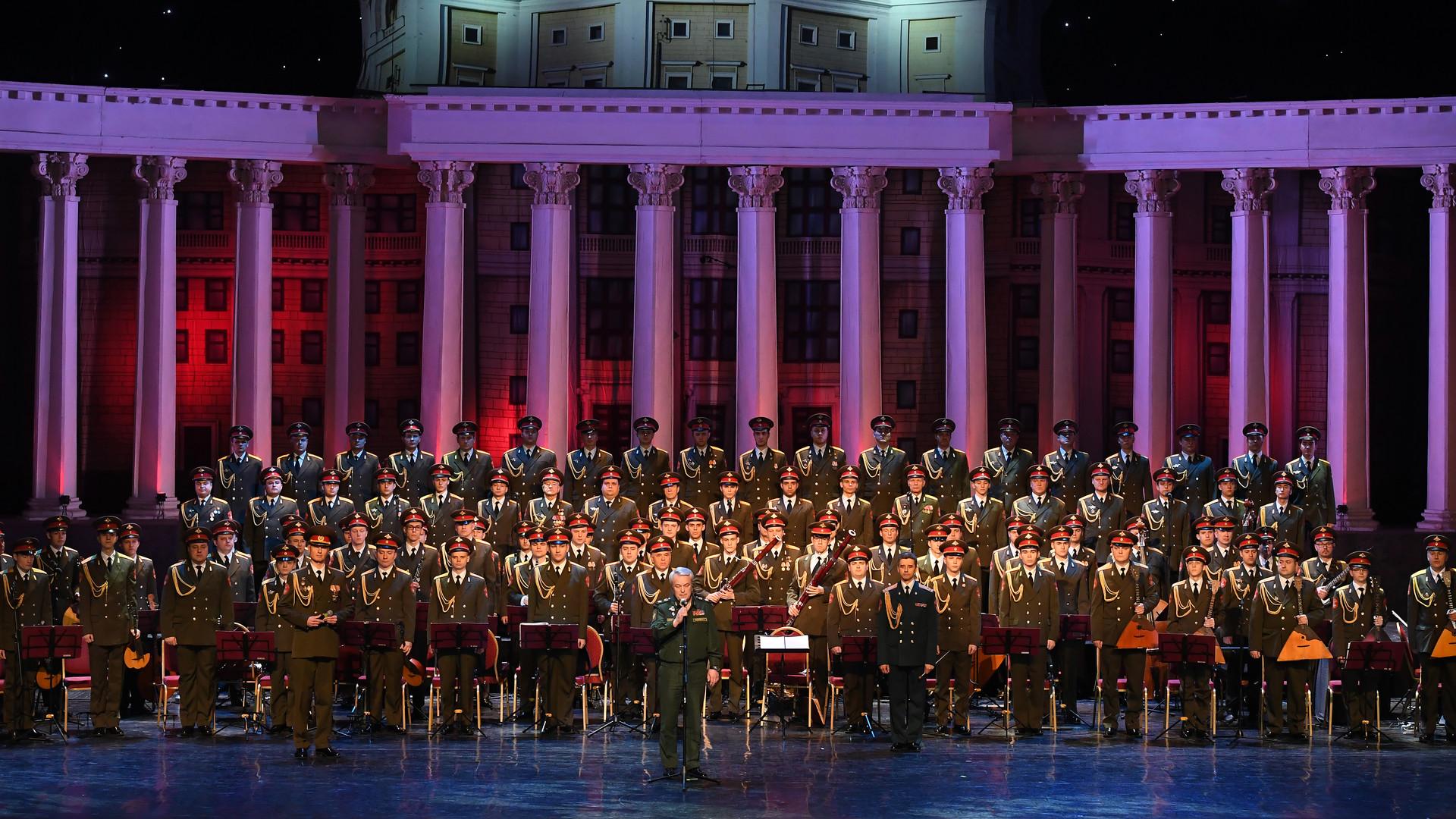 военный хор имени александрова фото дерево